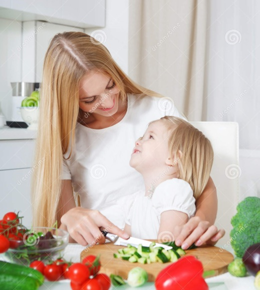 happy-mother-her-little-daughter-kitchen-cutting-vegetables-32227100.jpg